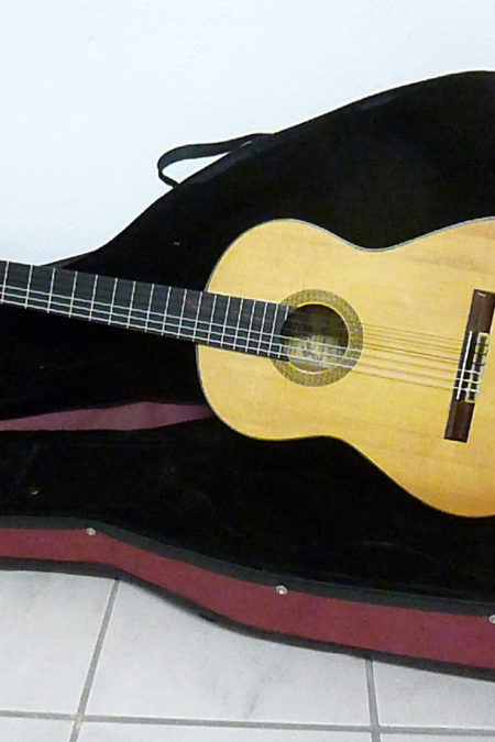 P1070298 450x675 - José Ramirez III 1968 1a signed Flamenca Blanca - Gibsy Kings