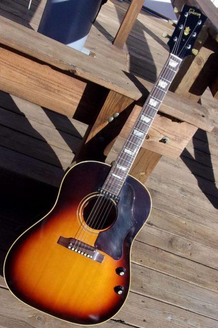 10 450x675 - Gibson J-160E 1968 Beatles Gitarre