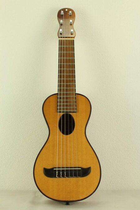 IMG 0001 7 450x675 - Klaus Röder handgefertigte Reisegitarre