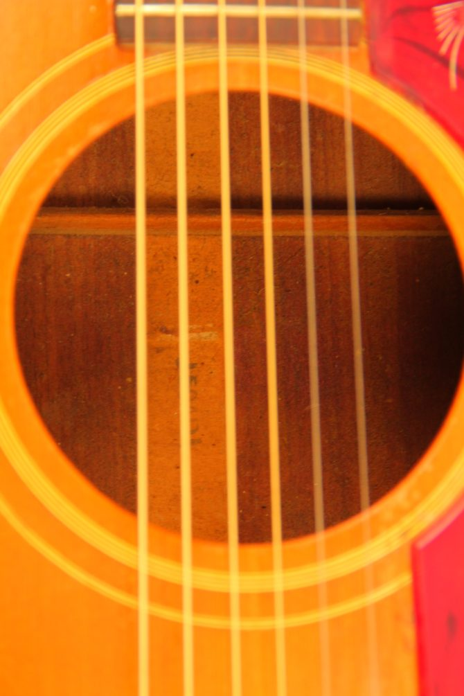 Gibson J-50 1968 soundhole
