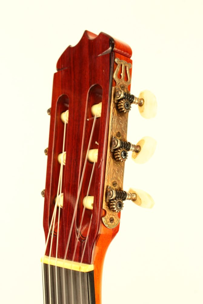 Jose Ramirez 1a 1979 headstock side