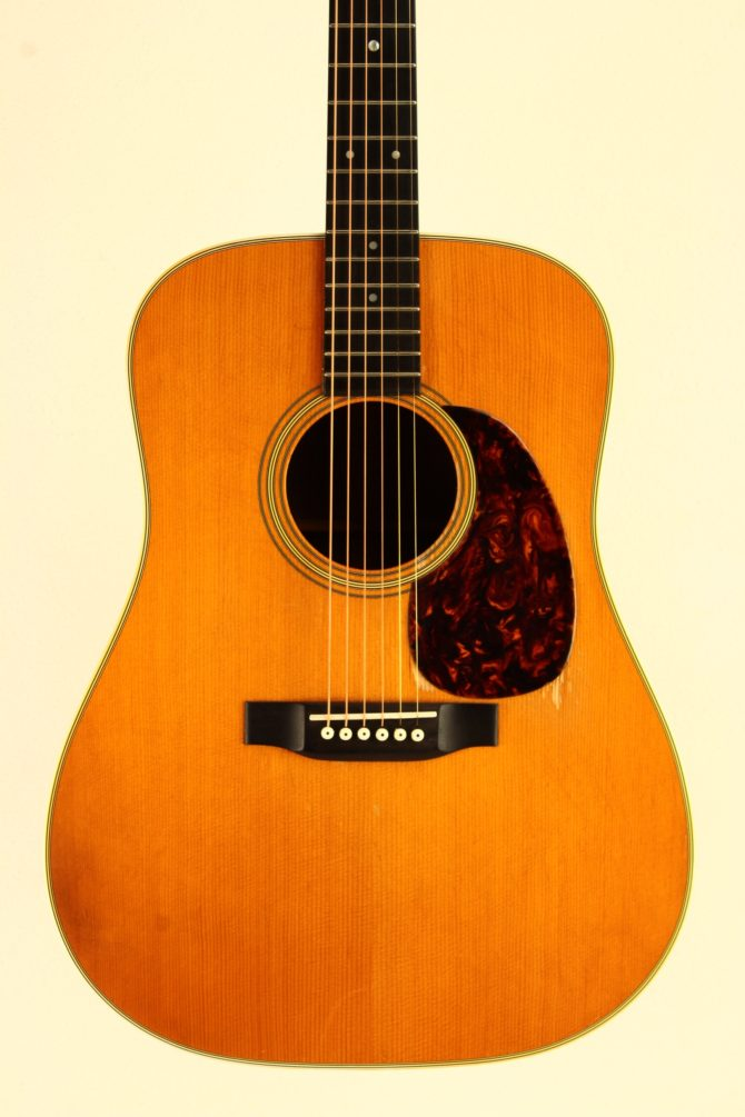 Martin D-28 1979 front body