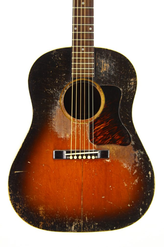 Gibson J-35 1939 body front