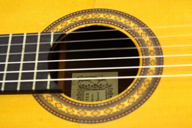 Manuel Reyes 1988 soundhole